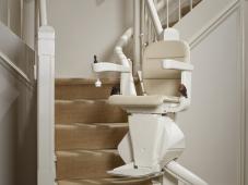 elegance_side_on_stairs_hr